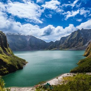 mount pinatubo tempat wisata di filipina