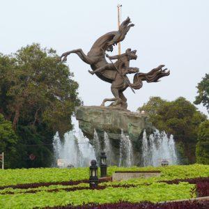 taman suropati tempat wisata di jakarta